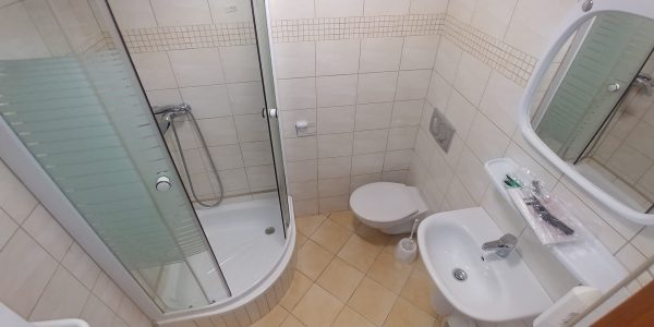 Hostel Racibórz - łazienka w pokoju 3